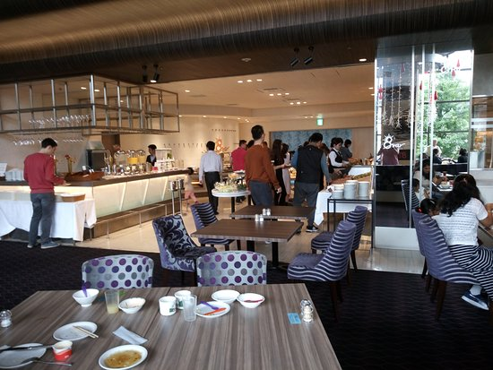 Hotel Keihan Kyoto Grande: salle des petits déjeuners et repas