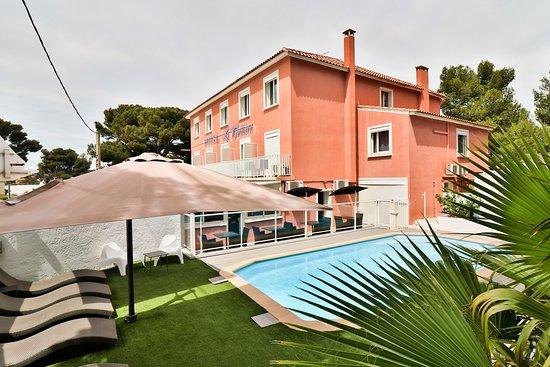 Hôtel La Tuiliere: Espace avec piscine chauffée à 28°