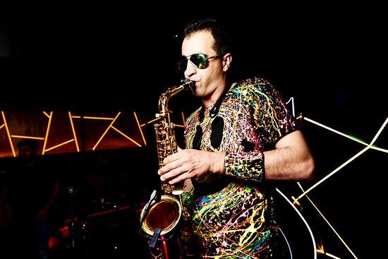 Enerji Club : Live saxophone? Easy!