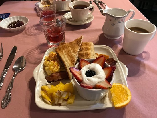 The Inn of the Rockies at the Historic Alma House: Albert's delicious breakfast creation!