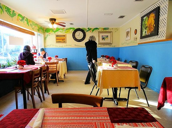 Bright Mornings Bistro & Cafe : inside
