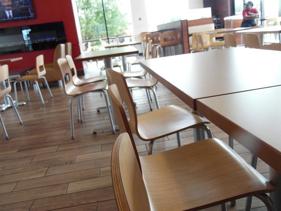Wendy's: Seating