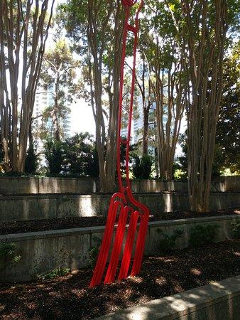 Nasher Sculpture Center : the red fork!