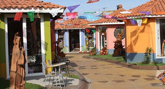 BioHotel: Mercado de Artesanías de Metepec  Conoce el gran proceso artesanal de los famosos Árboles de la