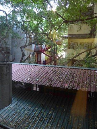 Hanoi Medallion Hotel: Blick zum Garten