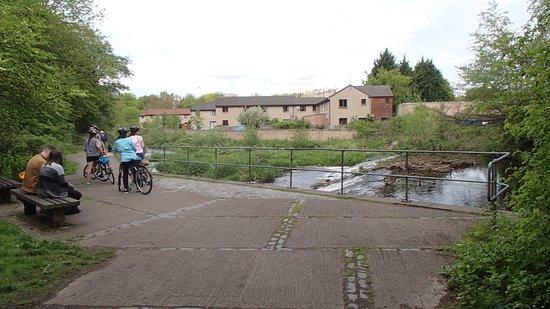 Edinburgh Bike Tours: Waterside trail
