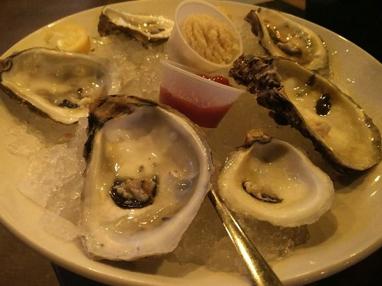Trident Grill: AVOID THE OYSTERS!