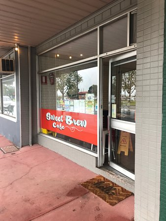 The Sweet Brew Cafe : Outside the shop