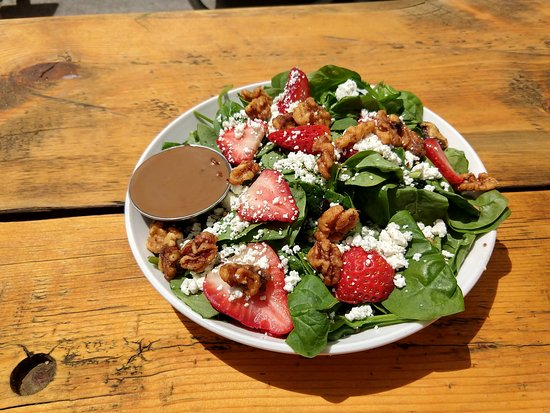 Quandary Grille: Spinach salad