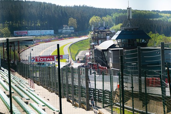 Circuit de Spa-Francorchamps : Spa looking from near turn 1 down the back side to Eau Rouge