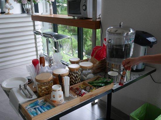The Prima Residence: breakfast