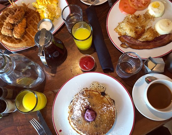 Founding Farmers DC : Chicken and waffles, pancakes and the farmers breakfast