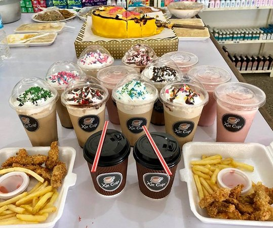 Quezon, Filipinas: Kids' orders delivered! Hahahah, told yah they love Xin's frappe!
