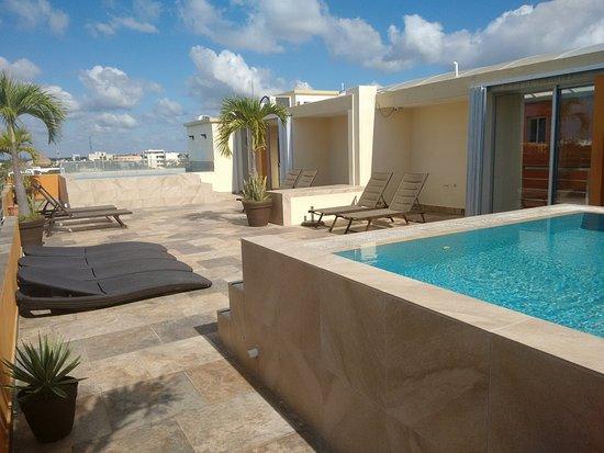 Sunrise 42 Suites Hotel: Terraza