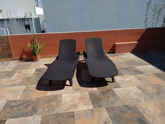 Sunrise 42 Suites Hotel: Terraza privada
