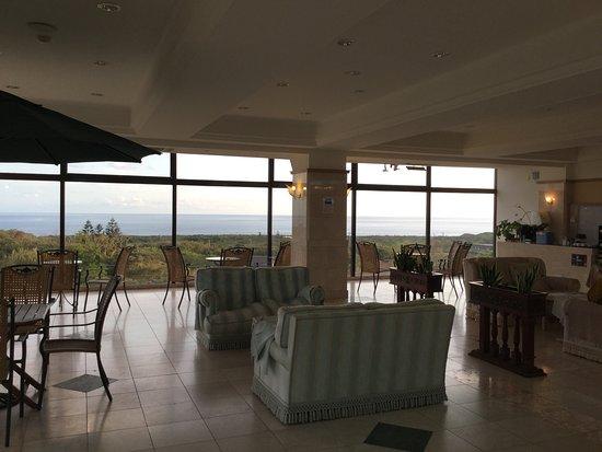 Hachijo View Hotel: ガラス張りのロビー