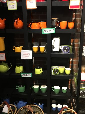 Apples to Oranges : New Leaf teapots and mugs