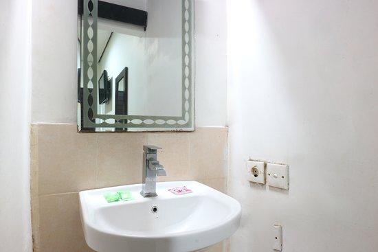 Nu'Pondok 2A: Bathroom