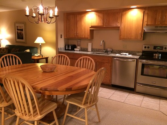 Smugglers' Notch Resort: Hakone Unit 8 Kitchen - with updated appliances