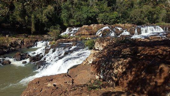 Jardin America, الأرجنتين: Curso y cascada
