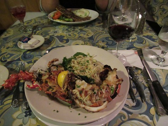 Amalia Cafe: Crab stuffed lobster
