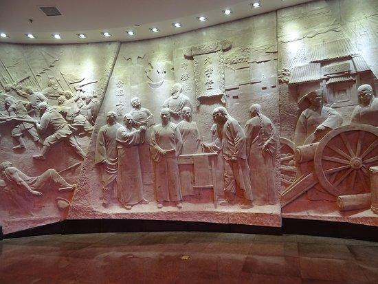 Nanhu Revolutionary Memorial Hall: More wall carvings ...