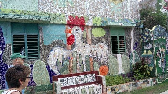 Fusterlandia: Es un lugar increíble. Lleno de arte y colores. Es un lugar que no deben dejar de conocer su vis