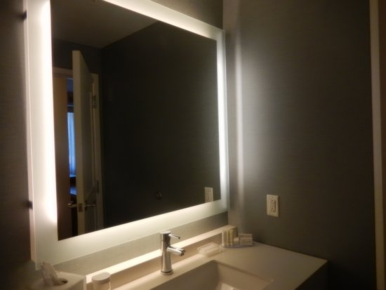 Residence Inn Secaucus Meadowlands: Two Bedroom Suite - Master Bath