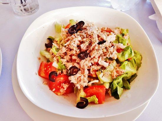 Warung Souvlaki: Tuna Salad!