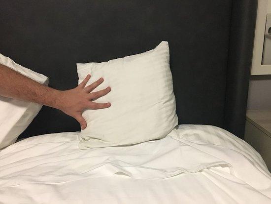 Le Bon Hotel: Ralo quebrado no chuveiro