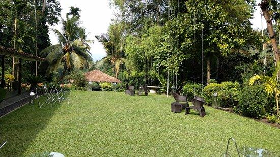 The Kandy House: Beautiful gardens