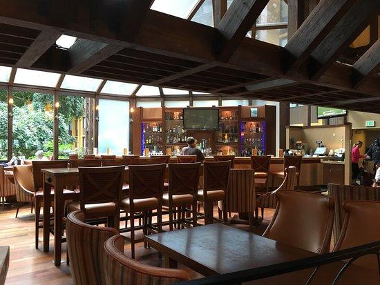Seattle Airport Marriott: bar area