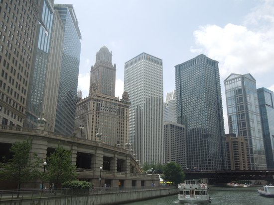 Chicago's First Lady Cruises : Shicago skyline