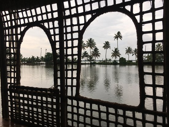 คูมาราคม เลค รีสอร์ท: View from the House Boat