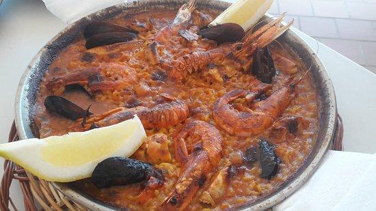 Paella De Marisco Con Acabado Al Horno Sabrosísima Picture Of El Faro Restaurant Cala Torret Binibeca Tripadvisor