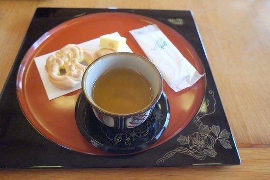 Shurijo Castle: tea & cookies