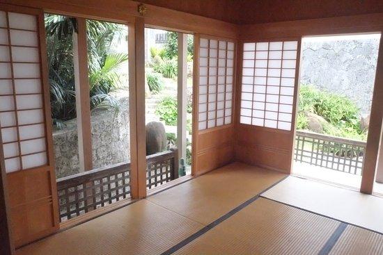 Shurijo Castle: Tea room & zen garden