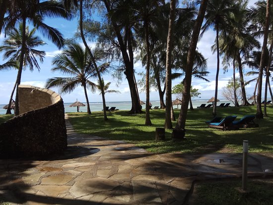 Diani Sea Resort: Plenty of space, in sun and in shadow.