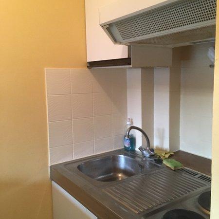 Aparthotel Wellington: Hôtel pas entretenu, les chambres doivent être rénovées