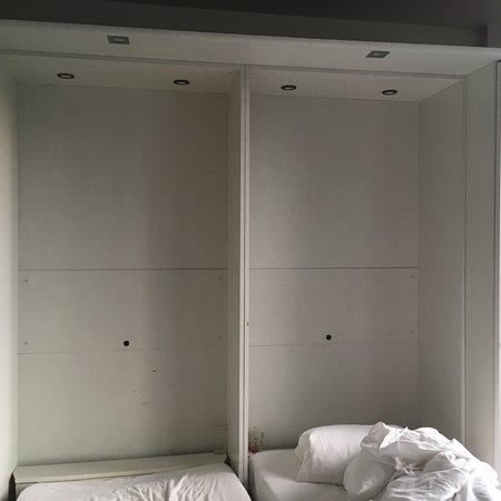 Aparthotel Wellington: Ménage pas fait en profondeur, hôtel mal entretenu. Les chambres doivent être rénovées !