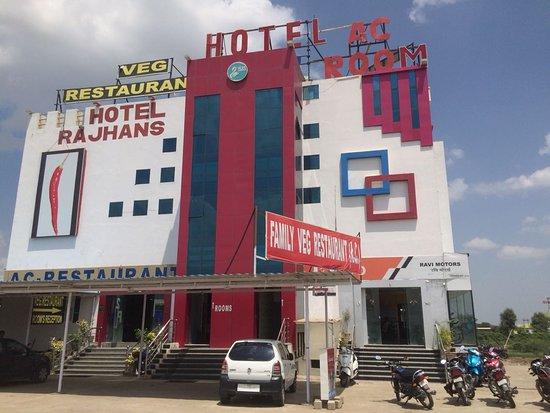 Hotel Rajhans front view