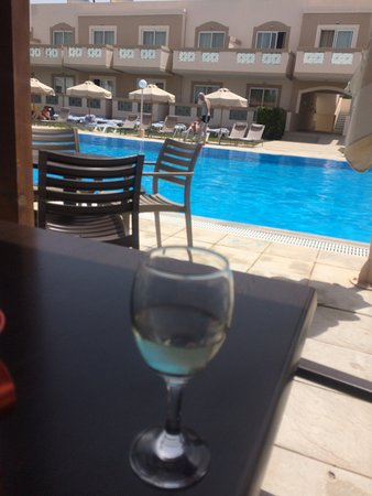 Hotel Iris: Drink at the pool bar. Apartment 11 just above the archway.