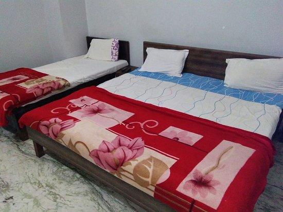 Hotel Rajhans: Triple beded stanrdard ac room