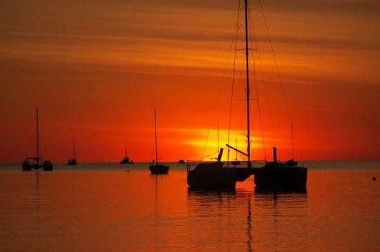Darwin Sailing Club Waterfront Bistro: Seaside Sunsets