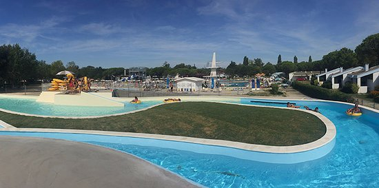 Marina Julia, Italia: Lazy river and pools view