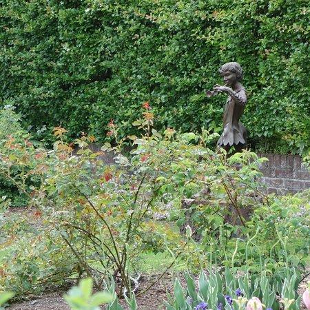 Barakura English Garden Photo
