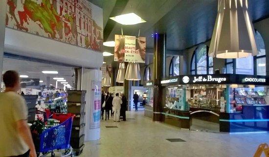 Fontvieille Shopping Centre: dentro il centro