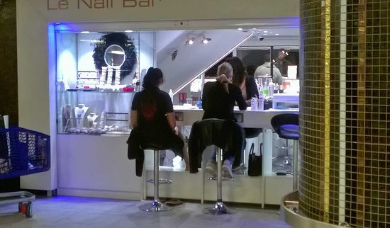 Fontvieille Shopping Centre: mani-pedicure shop