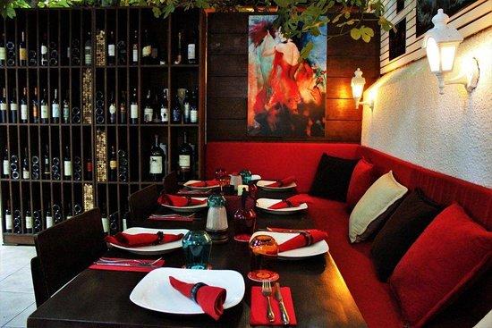 La Pasion Restaurant : la pasion, table, bodrum