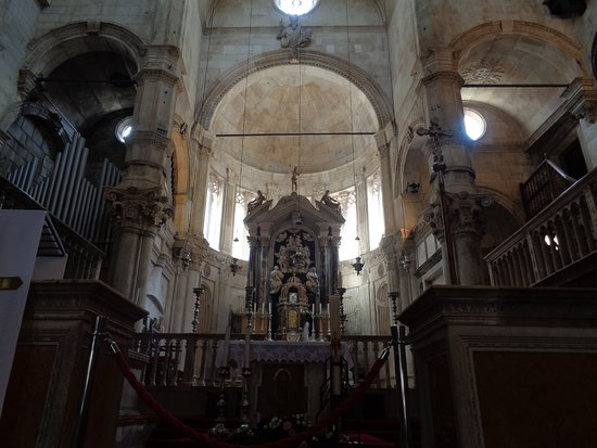 The Cathedral of St James in Sibenik: Interieur